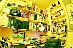 cluttered_office_jpg