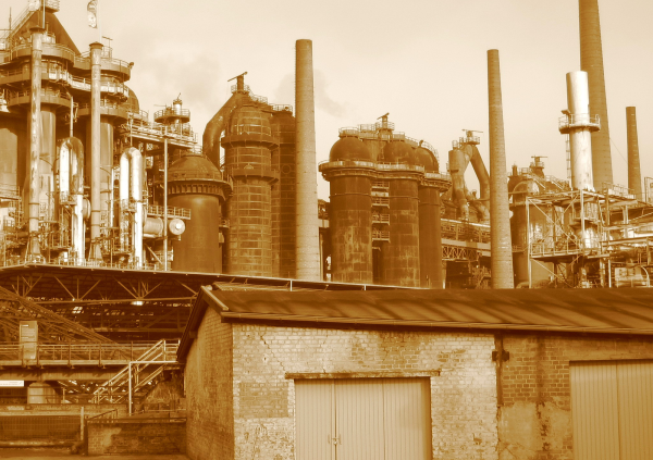 a picture of of a factory for our blog post about reverse entrepreneuring the industrial revolution